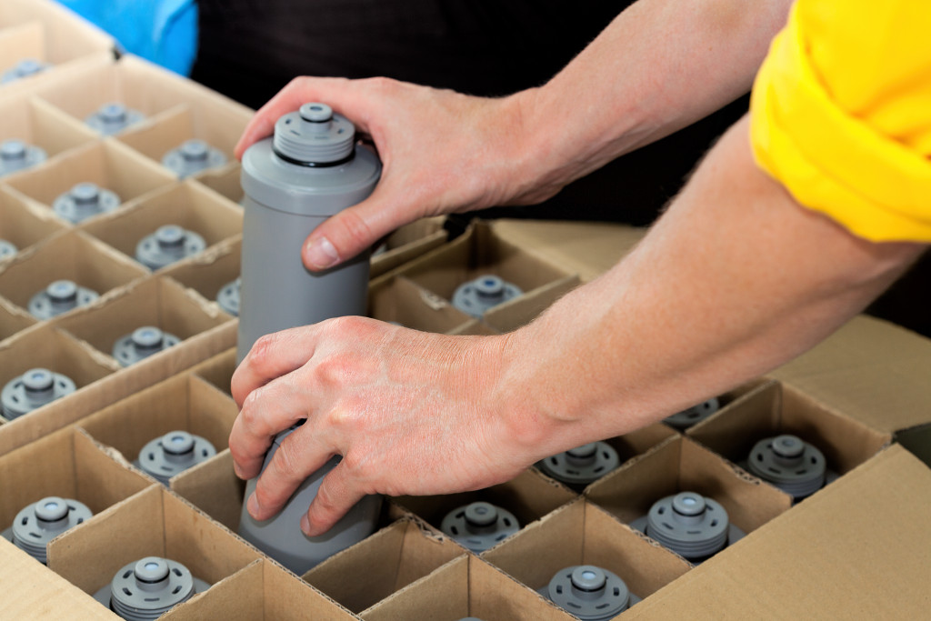 gray tumbler bottles